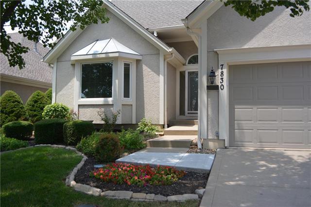 7830 W 118 Street, Overland Park, KS 66210 (#2117492) :: Edie Waters Network