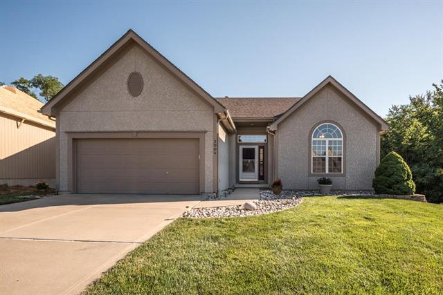 3004 NW 87th Terrace, Kansas City, MO 64154 (#2117537) :: Edie Waters Network