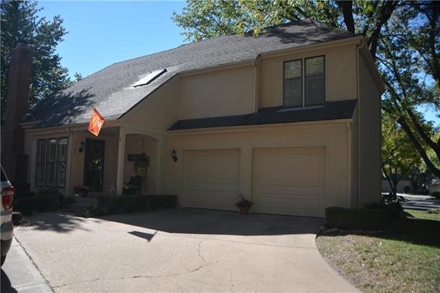 9163 W 102 Terrace, Overland Park, KS 66212 (#2117545) :: Edie Waters Network