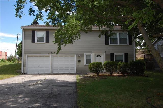 11911 W 93rd Street, Lenexa, KS 66215 (#2117578) :: NestWork Homes