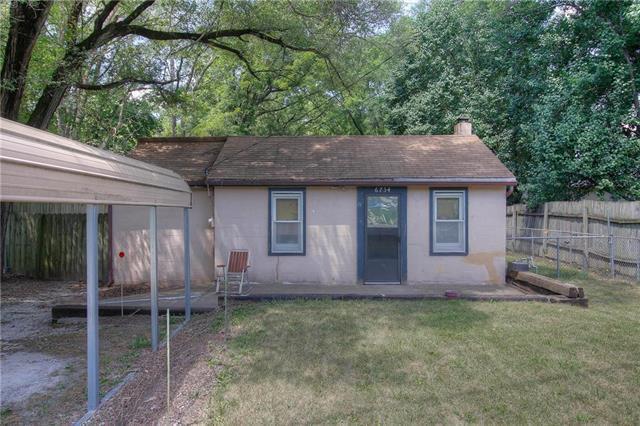 6734 NW Waukomis Drive, Kansas City, MO 64151 (#2117677) :: Edie Waters Network