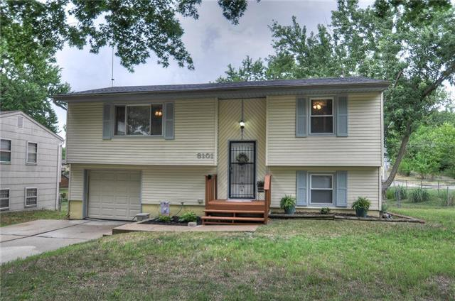 8101 NE San Rafael Drive, Kansas City, MO 64119 (#2117793) :: Kansas City Homes
