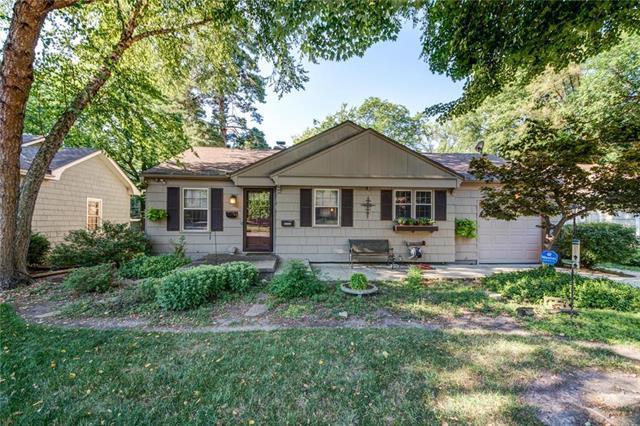 2229 W 71st Street, Prairie Village, KS 66208 (#2117883) :: Char MacCallum Real Estate Group