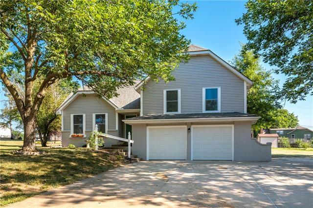 20902 W 52nd Terrace, Shawnee, KS 66218 (#2117884) :: Edie Waters Network