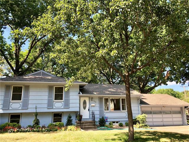 520 SE 4th Terrace, Lee's Summit, MO 64063 (#2117885) :: Edie Waters Network