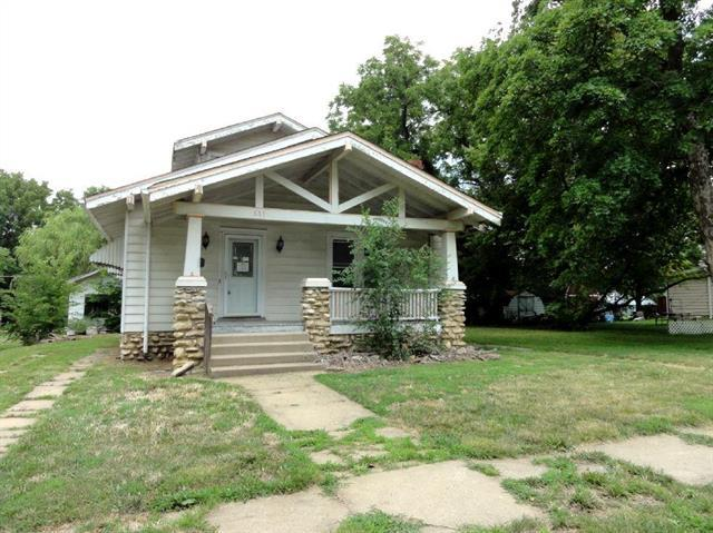 333 W 2nd Avenue, Garnett, KS 66032 (#2117892) :: Char MacCallum Real Estate Group