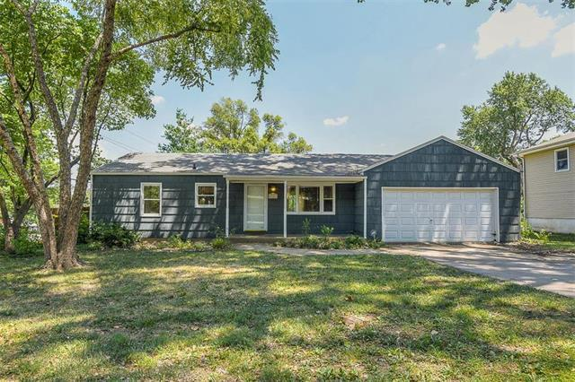 8501 Melrose Street, Overland Park, KS 66214 (#2117903) :: The Gunselman Team