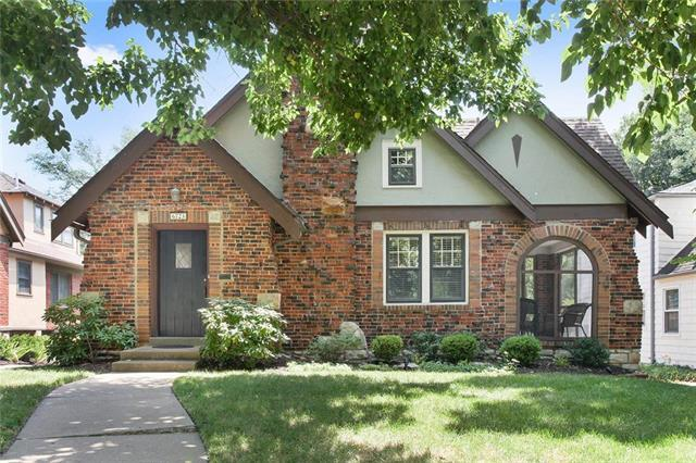 6723 Oak Street, Kansas City, MO 64113 (#2117967) :: Edie Waters Network