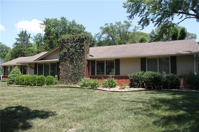 7609 Fontana Street, Prairie Village, KS 66208 (#2118007) :: Edie Waters Network