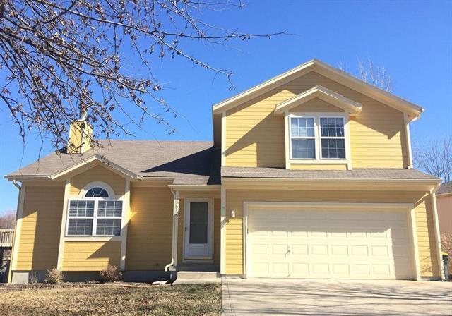 15585 Crestwood Drive, Basehor, KS 66007 (#2118047) :: Edie Waters Network