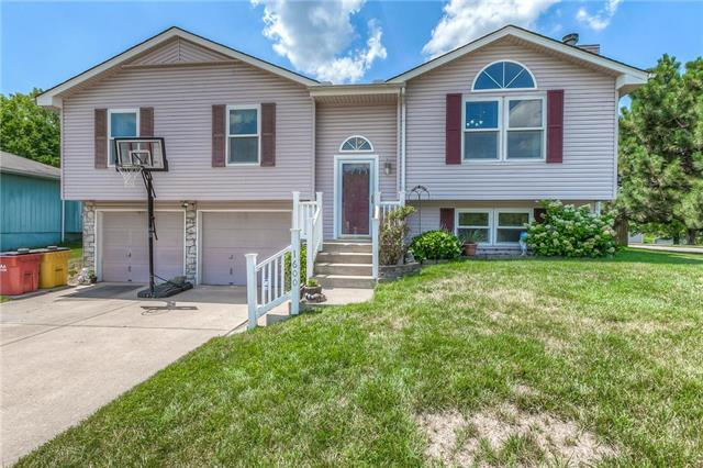 1600 S Whitney Drive, Independence, MO 64057 (#2118065) :: Edie Waters Network