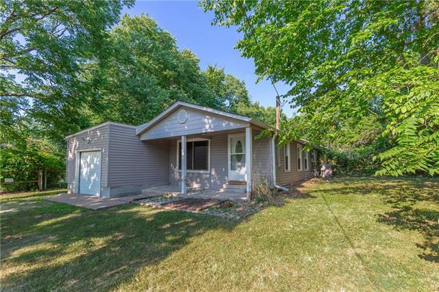 6715 Winchester Avenue, Kansas City, MO 64133 (#2118121) :: Edie Waters Network