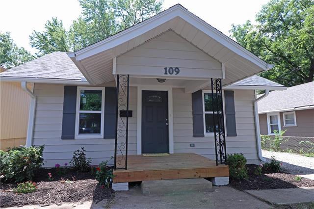 109 W 77th Terrace, Kansas City, MO 64114 (#2118151) :: Edie Waters Network