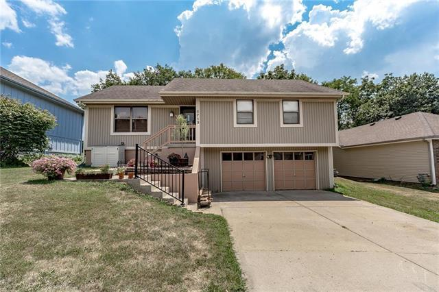 8713 NW 81st Terrace, Kansas City, MO 64152 (#2118183) :: Edie Waters Network