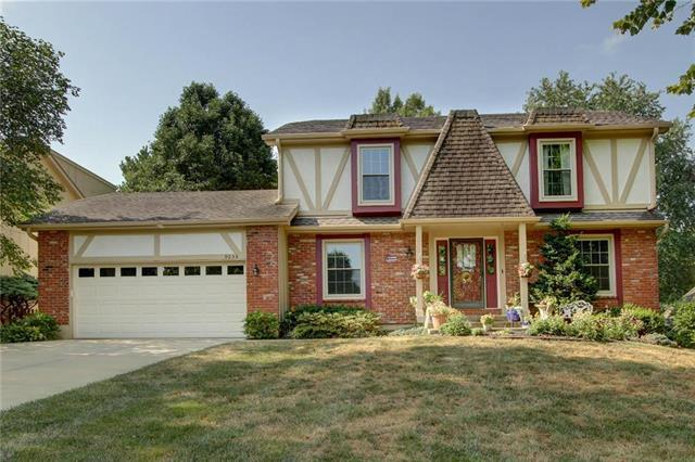 9035 W 113th Street, Overland Park, KS 66210 (#2118189) :: Kansas City Homes