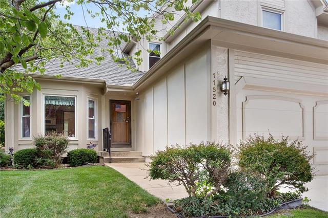 11920 Grandview Street, Overland Park, KS 66213 (#2118229) :: Edie Waters Network