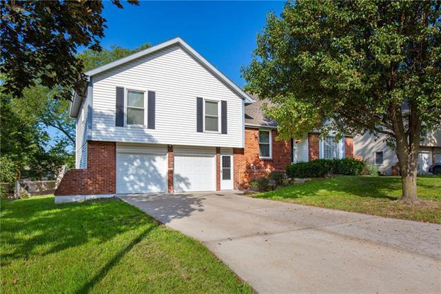 9708 N Charlotte Street, Kansas City, MO 64155 (#2118354) :: Char MacCallum Real Estate Group