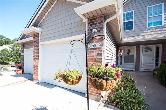 3569 NE Austin Drive, Lee's Summit, MO 64064 (#2118395) :: NestWork Homes