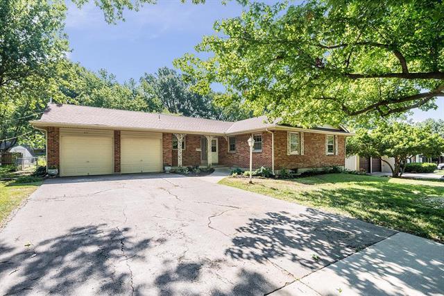 605 NE Applewood Street, Lee's Summit, MO 64063 (#2118424) :: Kansas City Homes