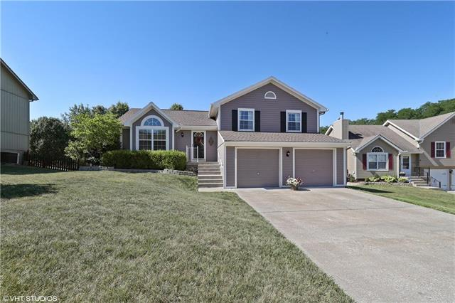 215 NW 107TH Terrace, Kansas City, MO 64155 (#2118434) :: Kansas City Homes