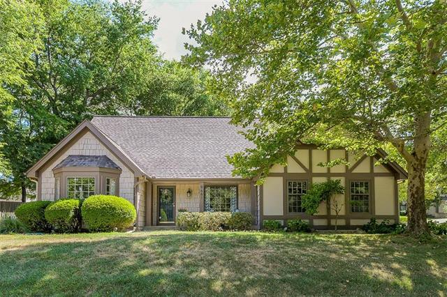 9681 W 83 Street, Overland Park, KS 66204 (#2118457) :: Edie Waters Network