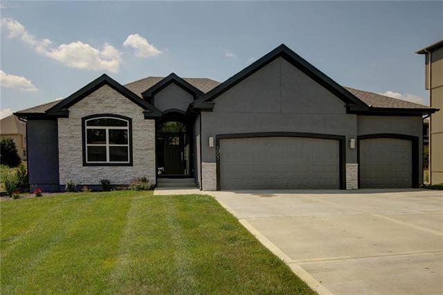 4605 NW 71st Street, Kansas City, MO 64151 (#2118458) :: Kansas City Homes