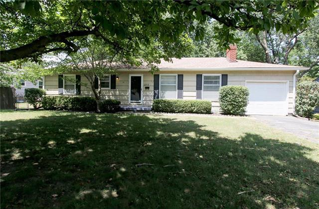 6212 W 68 Street, Overland Park, KS 66204 (#2118459) :: NestWork Homes