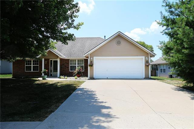 2421 NE Old Paint Road, Lee's Summit, MO 64086 (#2118521) :: NestWork Homes