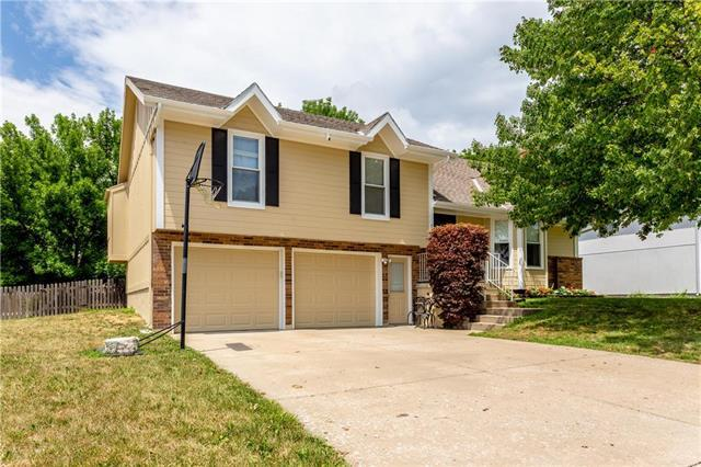 1100 NE Ball Drive, Lee's Summit, MO 64086 (#2118532) :: NestWork Homes