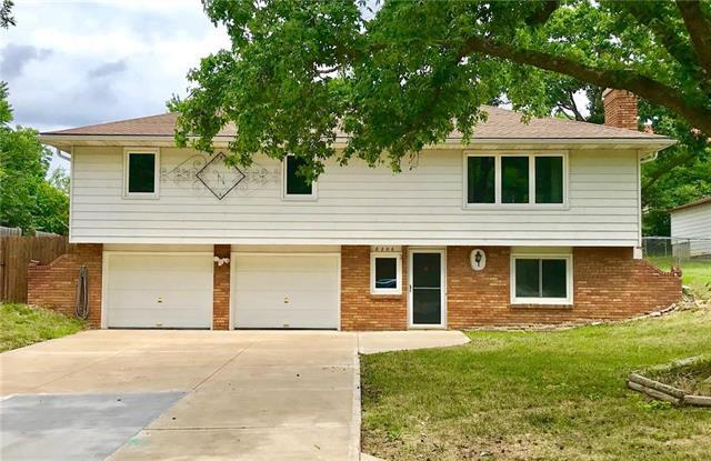 8206 E 79th Terrace, Kansas City, MO 64138 (#2118542) :: Kansas City Homes