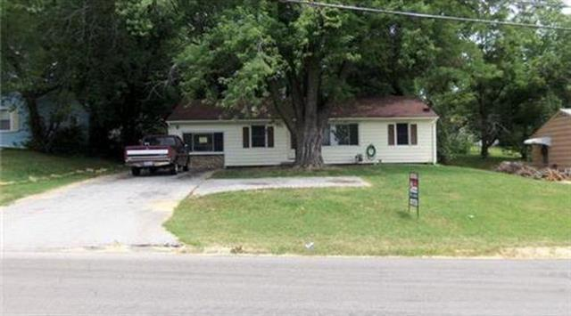 9911 Hillcrest Road, Kansas City, MO 64134 (#2118564) :: Edie Waters Network