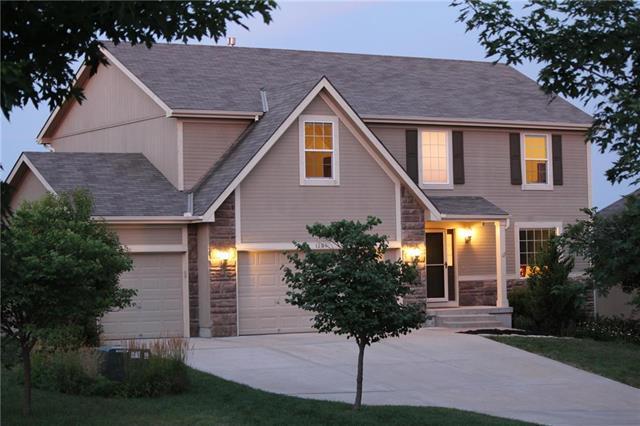 1305 Stone Lane, Lansing, KS 66043 (#2118576) :: Edie Waters Network