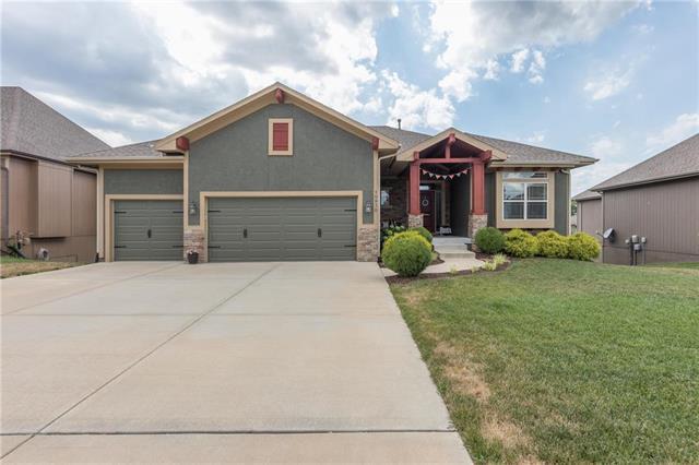 10930 S Appleridge Lane, Olathe, KS 66061 (#2118581) :: NestWork Homes
