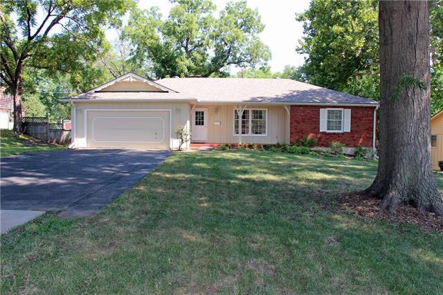 1104 E Red Bridge Road, Kansas City, MO 64131 (#2118627) :: Char MacCallum Real Estate Group