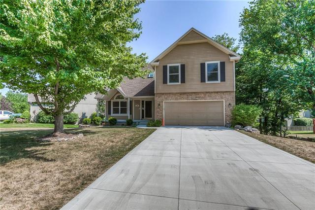 6204 W 155TH Street, Overland Park, KS 66223 (#2118647) :: Edie Waters Network
