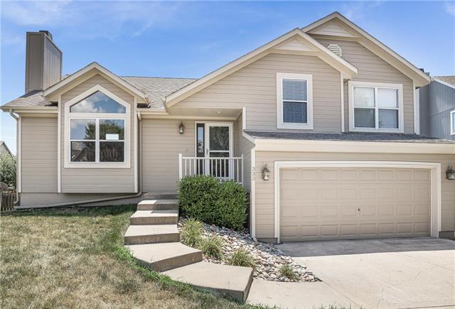 333 W Cottonwood Drive, Raymore, MO 64083 (#2118649) :: Edie Waters Network