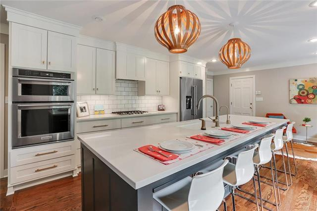 9927 Cherokee Lane, Leawood, KS 66206 (#2118679) :: Char MacCallum Real Estate Group