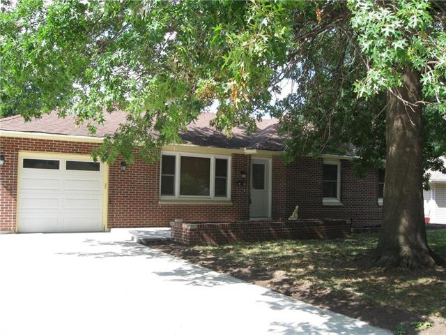 8704 E 84th Terrace, Raytown, MO 64138 (#2118685) :: Edie Waters Network