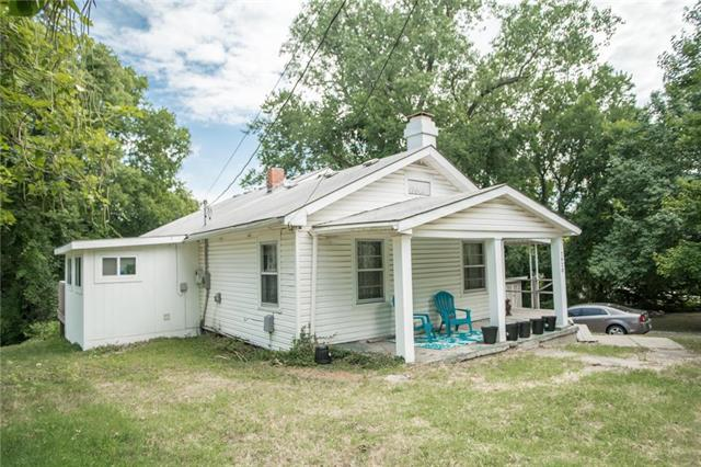 7920 Dixie Court, Kansas City, KS 66111 (#2118709) :: Edie Waters Network