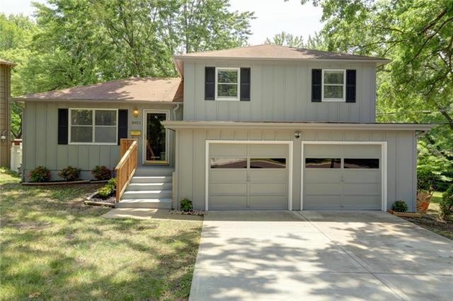 8921 W 98TH Terrace, Overland Park, KS 66210 (#2118838) :: Edie Waters Network