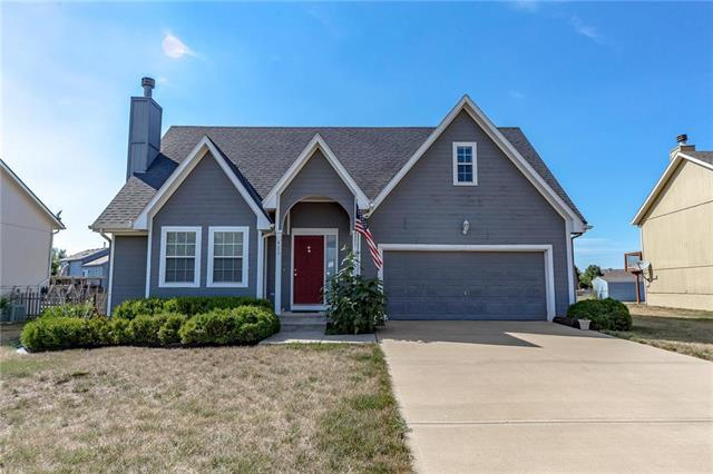 420 W Skylark Street, Gardner, KS 66030 (#2118874) :: Char MacCallum Real Estate Group