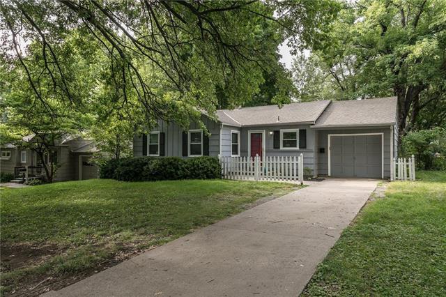 2711 W 73RD Terrace, Prairie Village, KS 66208 (#2119018) :: Edie Waters Network