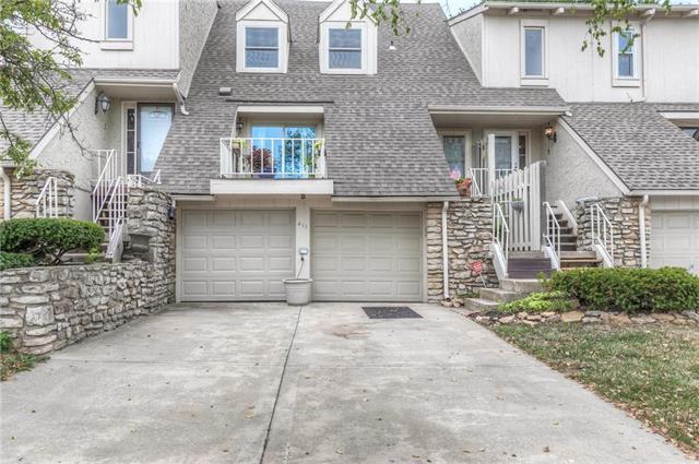 411 Woodbridge Lane, Kansas City, MO 64145 (#2119089) :: Edie Waters Network