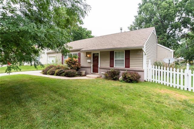 2406 W 77 Street, Prairie Village, KS 66208 (#2119102) :: Char MacCallum Real Estate Group