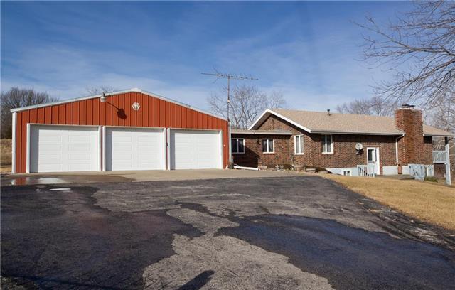 10536. Reynolds Road, Orrick, MO 64077 (#2119107) :: Edie Waters Network