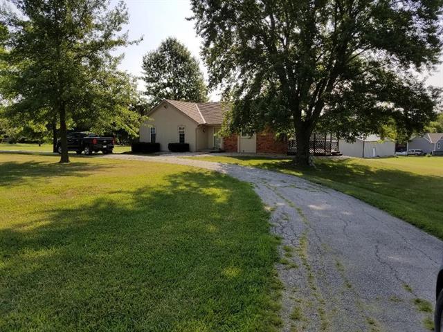 13509 E Prairie Drive, Peculiar, MO 64078 (#2119109) :: Edie Waters Network