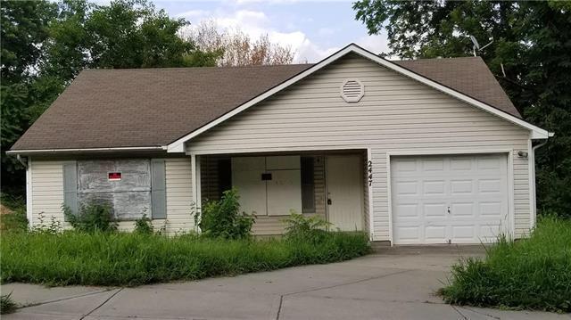 2447 Elmwood Avenue, Kansas City, MO 64127 (#2119184) :: Edie Waters Network