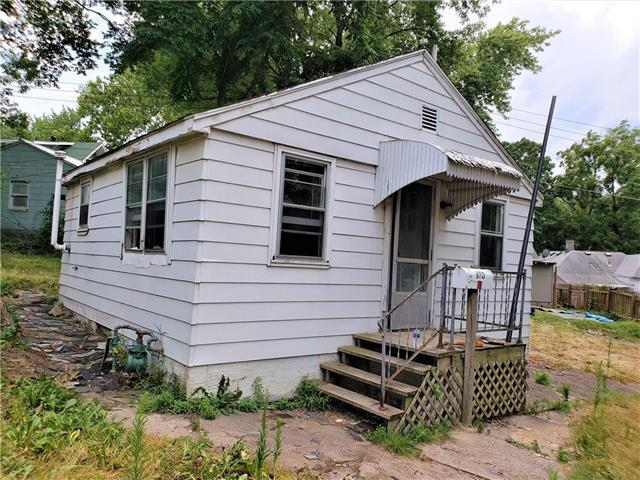 8713 E Roberts Avenue, Independence, MO 64125 (#2119193) :: Edie Waters Network