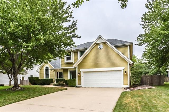 5321 Aminda Street, Shawnee, KS 66226 (#2119206) :: Char MacCallum Real Estate Group