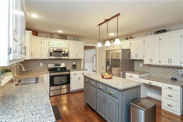 4804 NW 57TH Place, Kansas City, MO 64151 (#2119217) :: Kansas City Homes